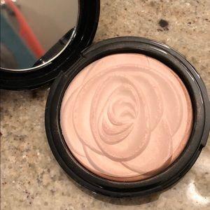 Beauty Pie pro strobe luminizer